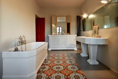 Bathroom in old and colored cement tiles in Nottingham England, Cimenterie de la Tour