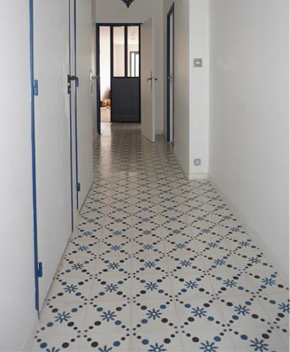 Hall in classic cement tiles in London England, Cimenterie de la Tour