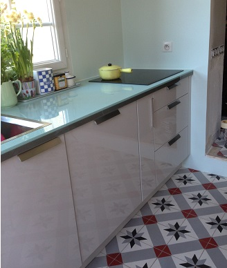 Kitchen in classic cement tiles in London Contemporary stil cement tiles for kitchen in Bristol England, Cimenterie de la Tour