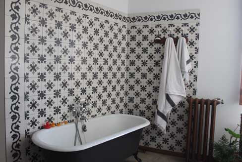 Bathroom in cement tiles Birmingham England, Cimenterie de la Tour