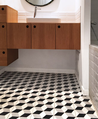 Bathroom in old and geometric cement tiles in Nottingham England, Cimenterie de la Tour