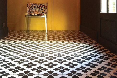 Hall in floral and modern cement tiles in Newcastle, Cimenterie de la Tour
