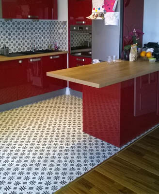 Kitchen in cement tiles in Coventry by Cimenterie de la Tour