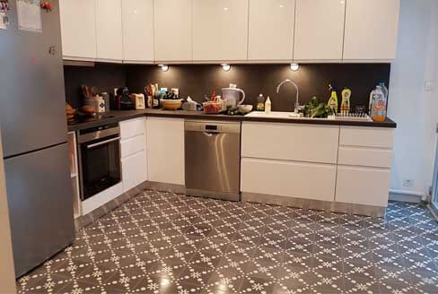 Kitchen floor in cement tiles grey in London by Cimenterie de la Tour