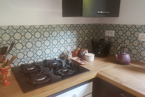 Kitchen wall in cement tiles in Sheffield by Cimenterie de la Tour